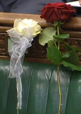 The picture that tells it all. The Yorkshire rose and the red Labour rose placed on where the late MP would have sat.